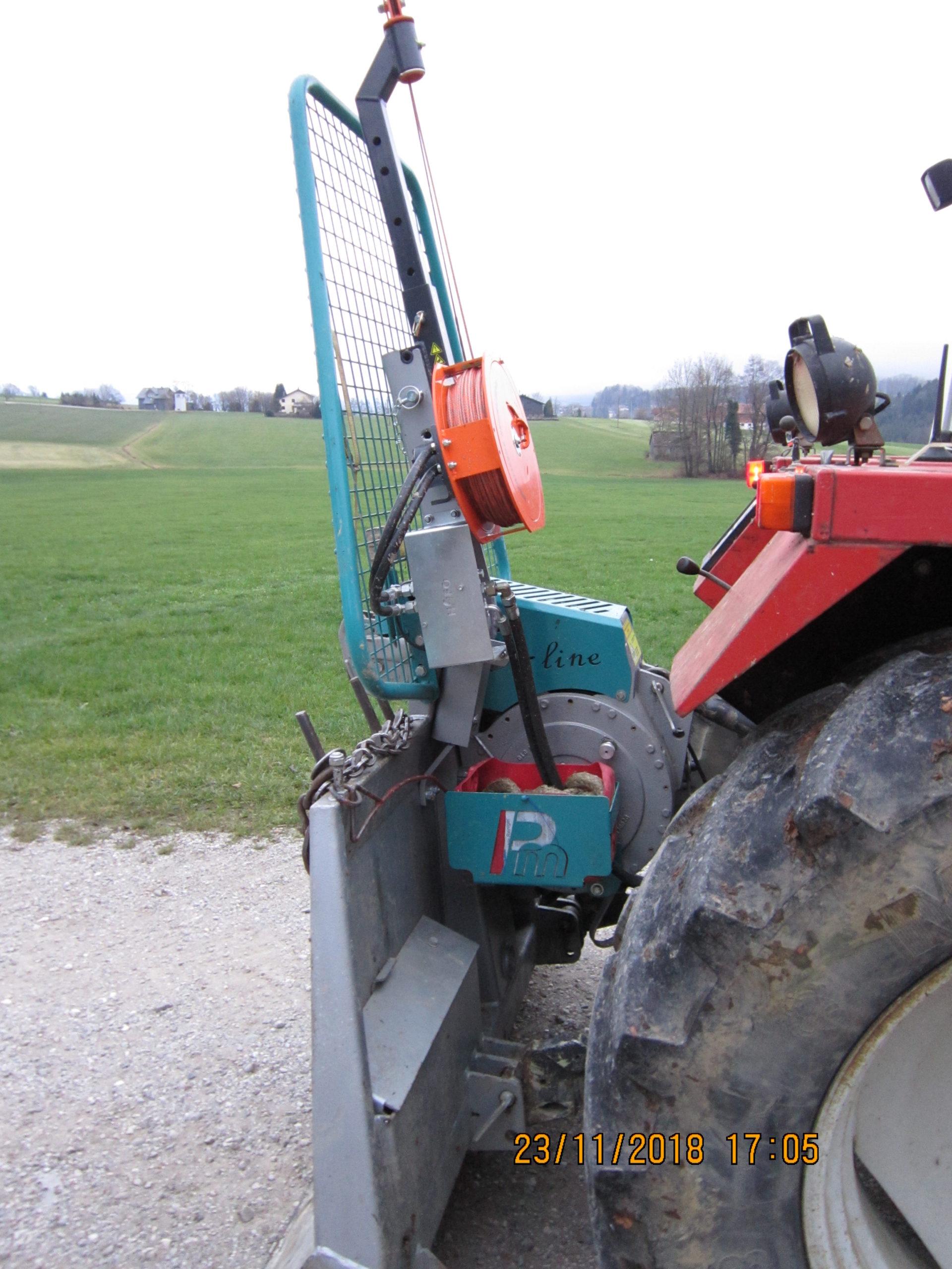 Hilfswinde mit Getriebeseilwinde von Pflanzelt in Einsatz