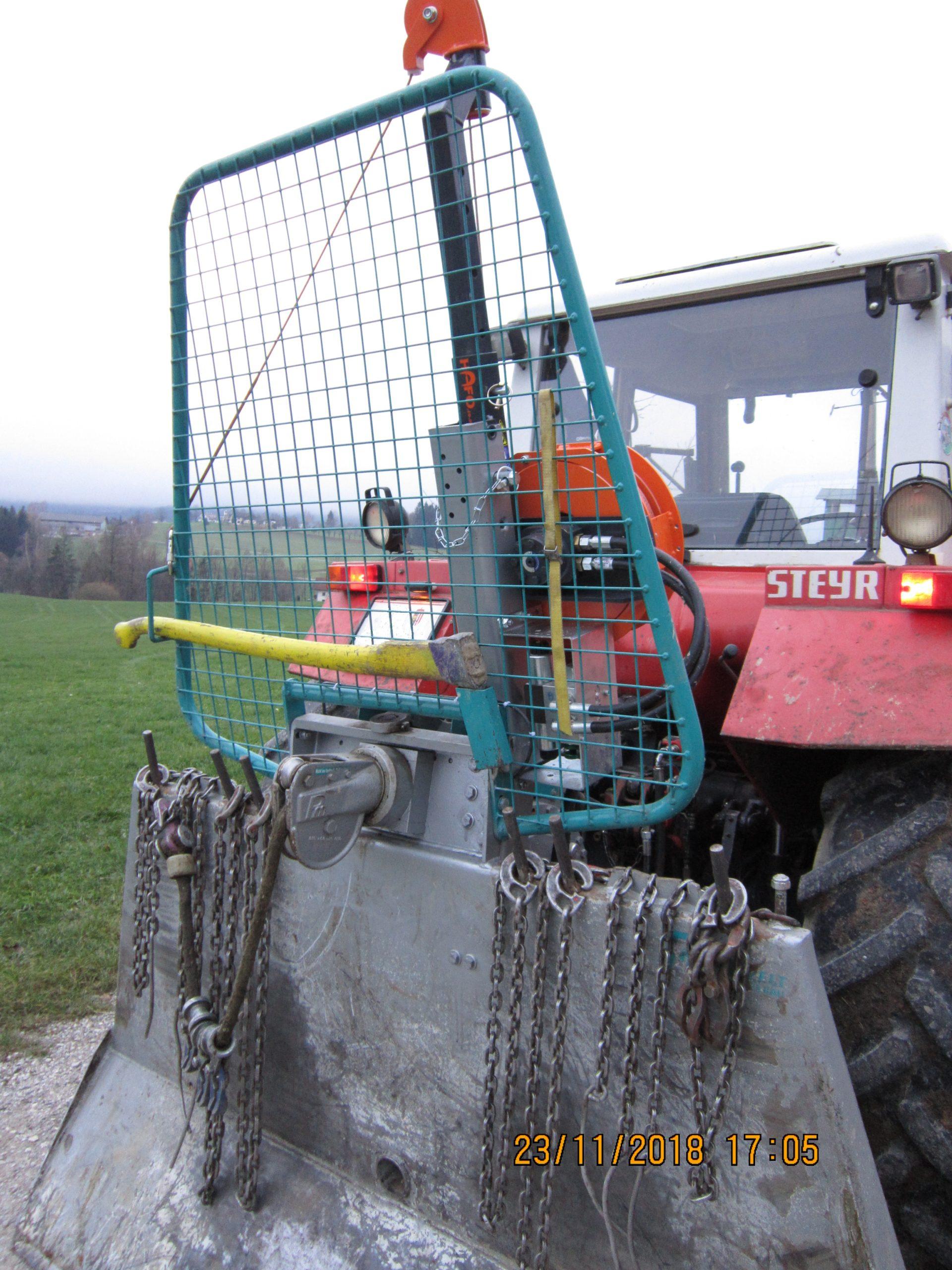 Getriebeseilwinde auf Steyr Traktor